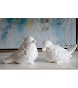 Figura pareja de pájaros blancos