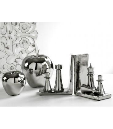 Unas figuras en forma de manzana en color plata muy originales.