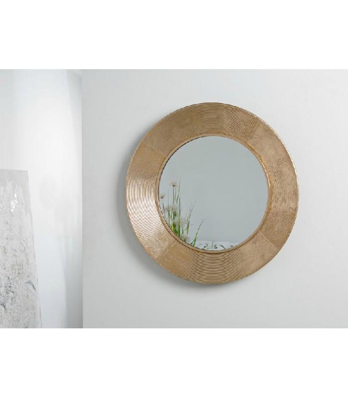 Roi, un espejo de color dorado en metal para dar amplitud a tu pared.